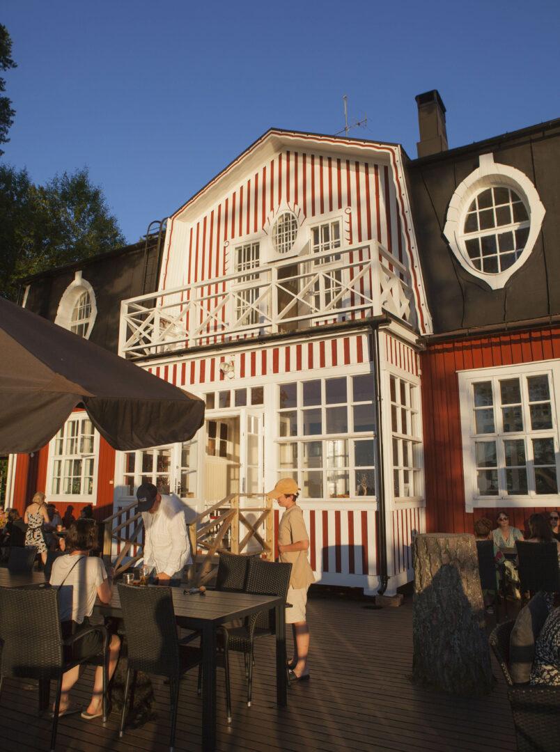 Villa Haikari rakennettiin 1900-luvun alussa Laguksen perheen kesähuvilaksi.