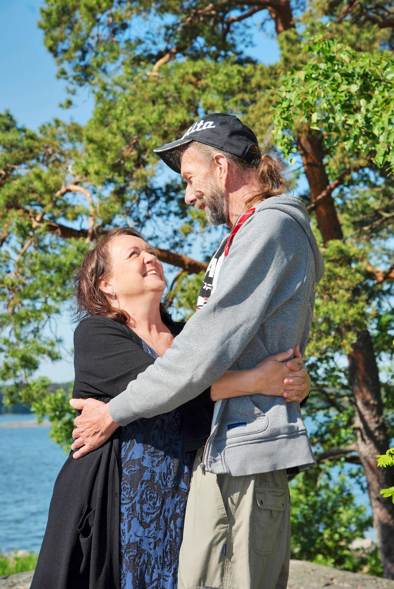 """EIJA HEIKISTÄ: """"Heikki on vakaa, mutta äijän sisällä pilkistää herkkyys. Näen hänessä ylikasvaneen pikkupojan, mutta kuitenkin aikuisen."""" © Susa Junnola"""