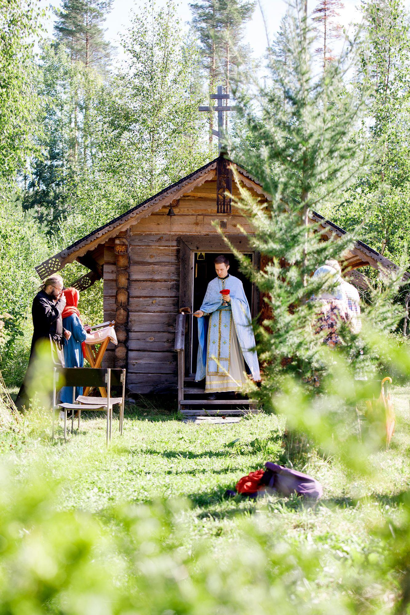 Maahiset ovat avanneet tsasounansa ovet oman perheen lisäksi lähiseudun ortodokseille. © Hanna-Kaisa Hämäläinen