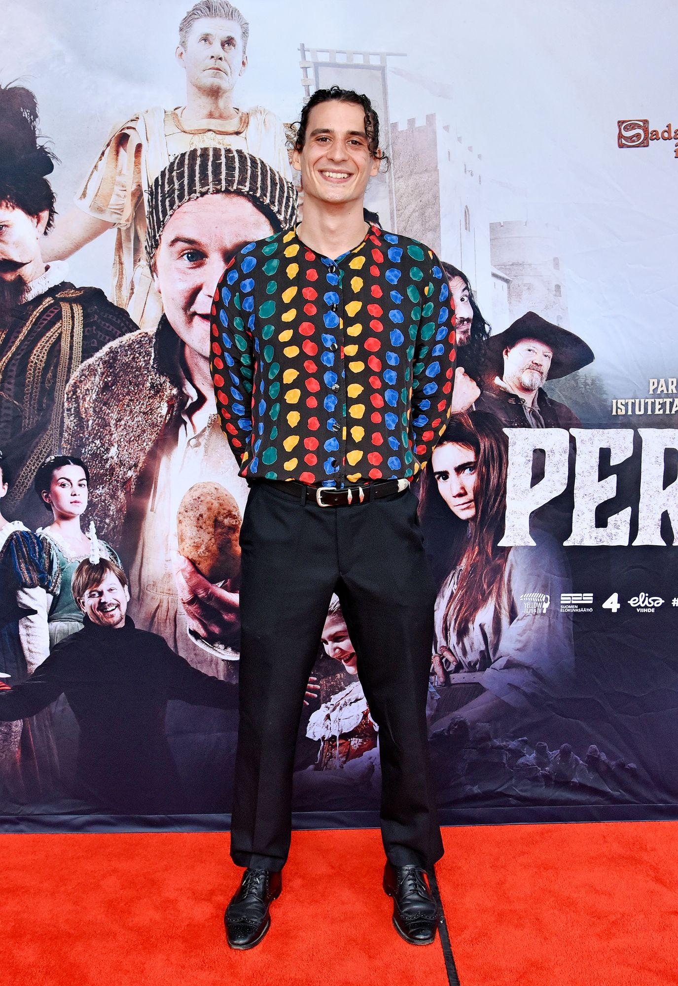 """""""Olen ollut todella onnellisessa asemassa, että olen voinut tehdä kamerahommia kun on ollut tämä katastrofiaika käynnissä"""", näyttelijä Alex Anton totesi. © Tiia Ahjotuli"""