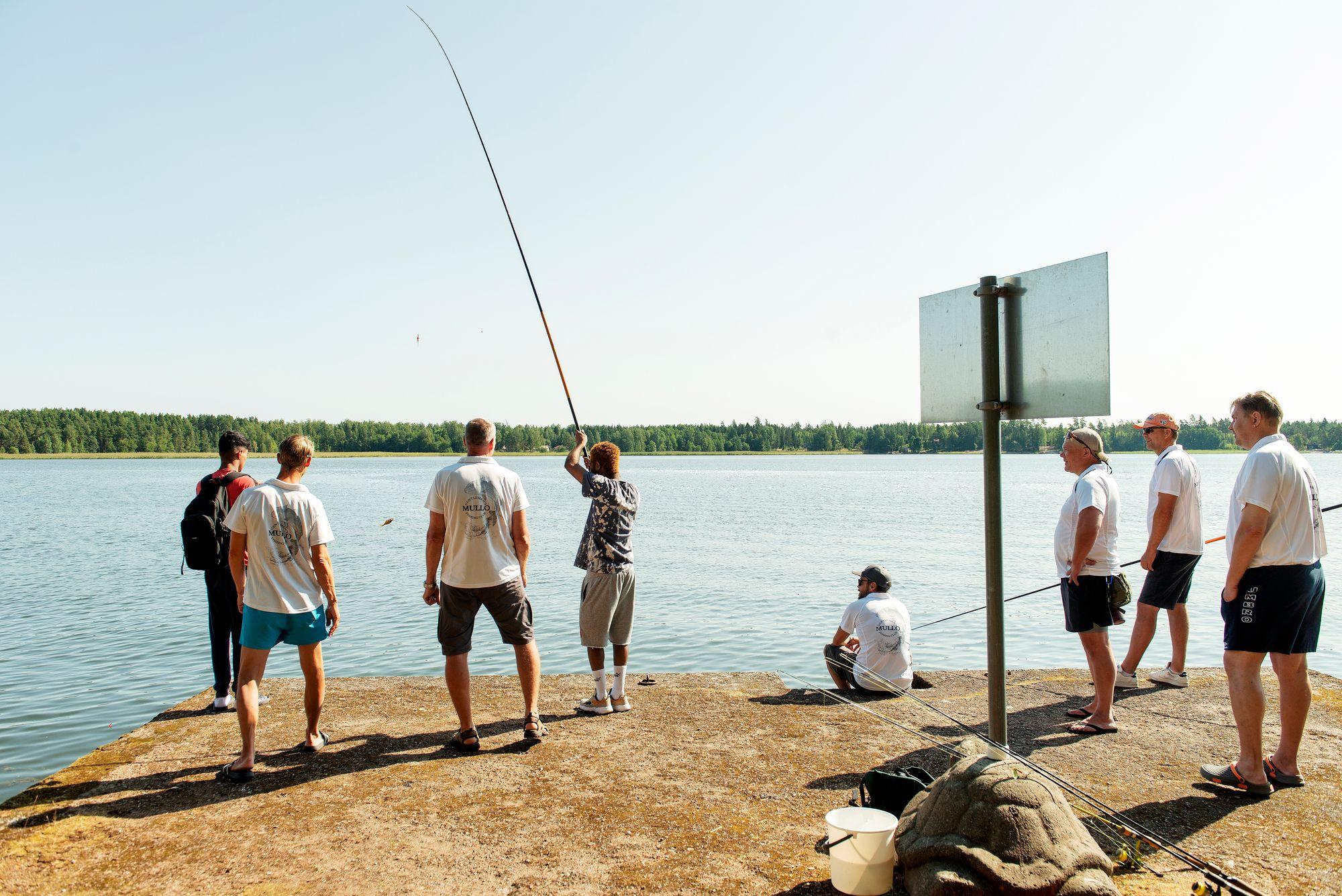 Nuoret kalastajat pääsivät kokeilemaan ongintaa, heittokalastusta sekä uistelua päivän aikana. © Linda Varoma
