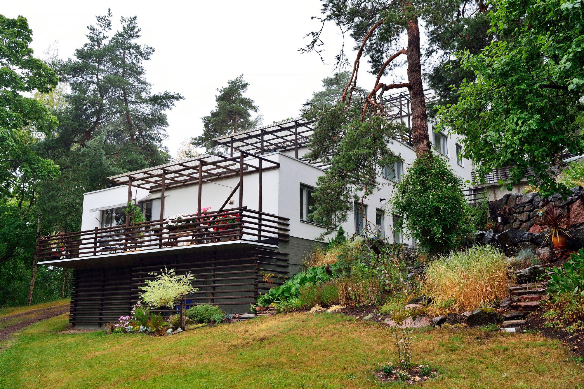 Maire ja Harry Gullichsen tilasivat Alvar Aallolta useita rakennuksia Kauttuan ruukkiin. Kuuluisin niistä on vuonna 1938 valmistunut terassitalo. © Pekka Numminen