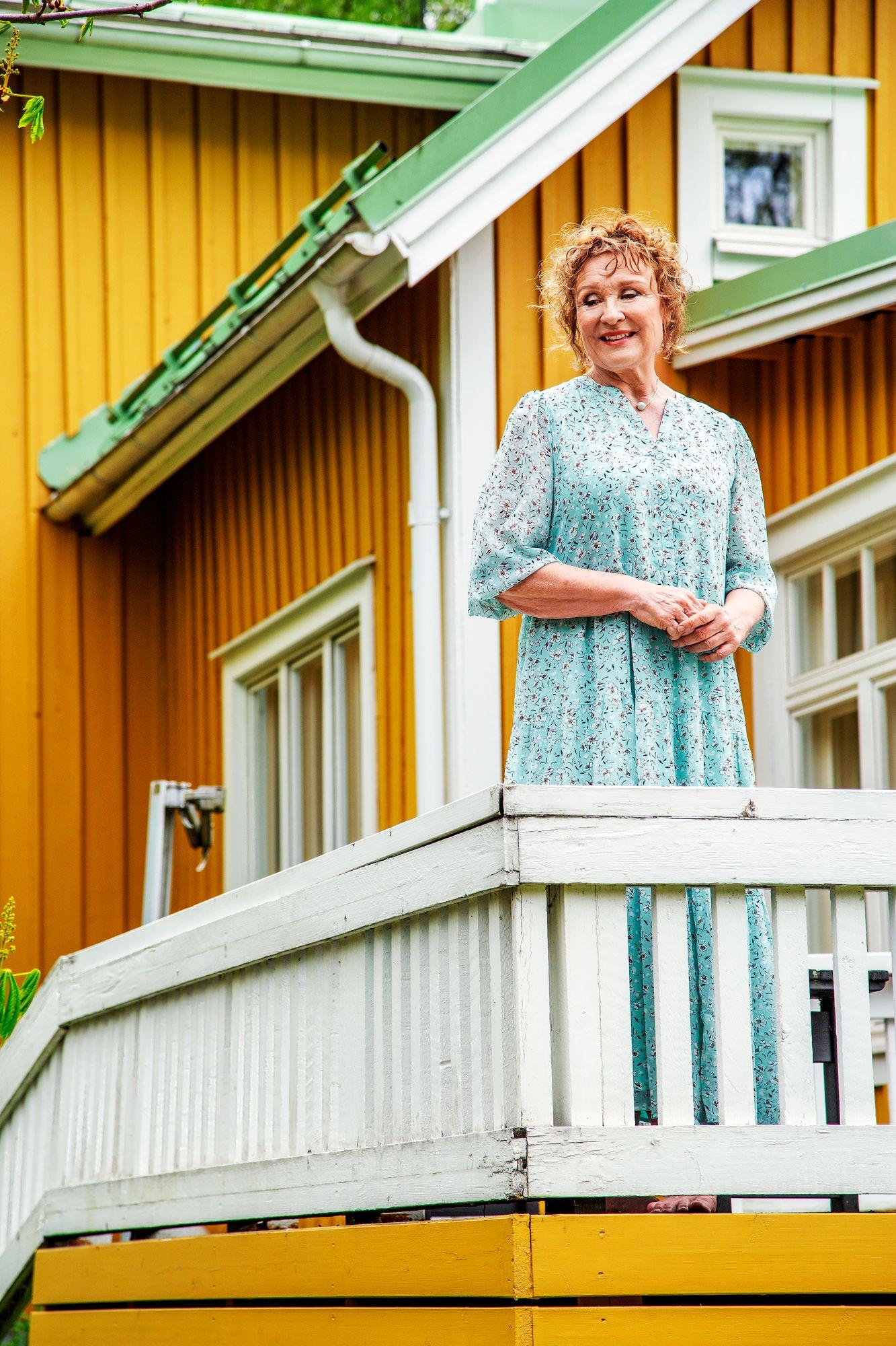 Hanna myöntää olleensa isäntyttö. Suhde kehokriittiseen äitiin jäi etäiseksi. © Mika Pollari