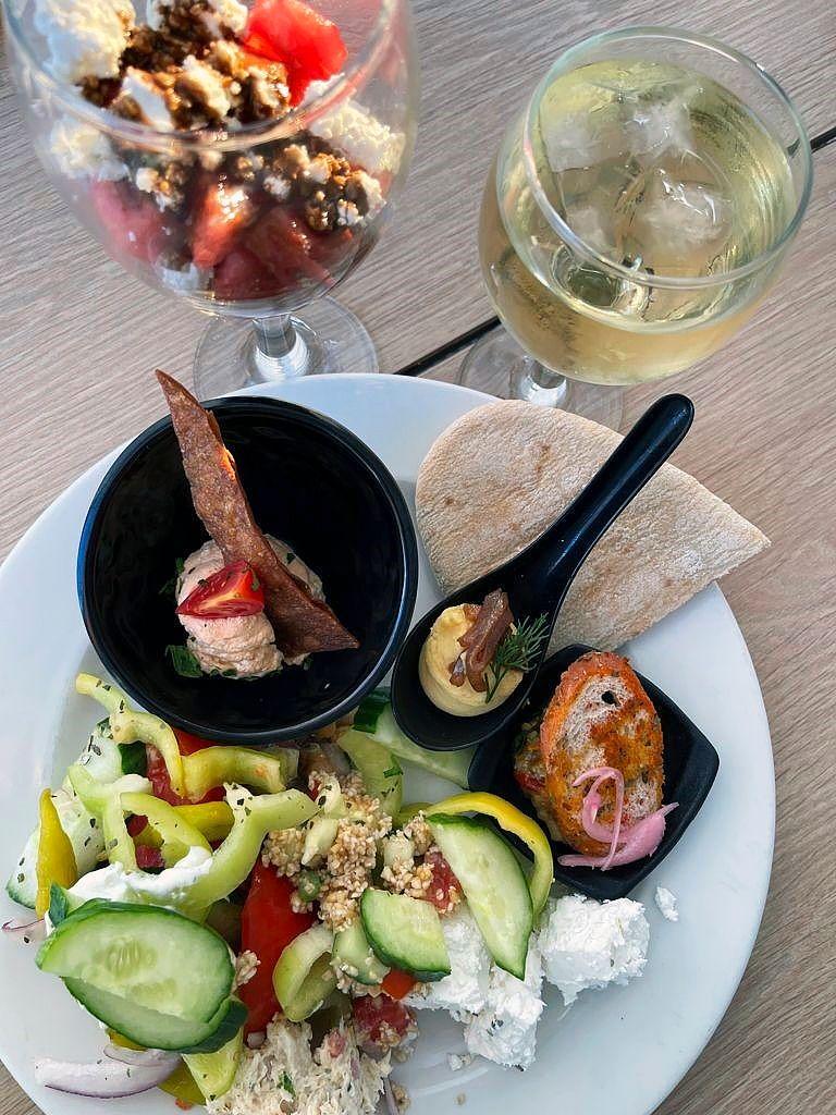 Kreikkalaiset herkut maistuvat parhailta tietenkin paikan päällä. © Liza Meriluoto