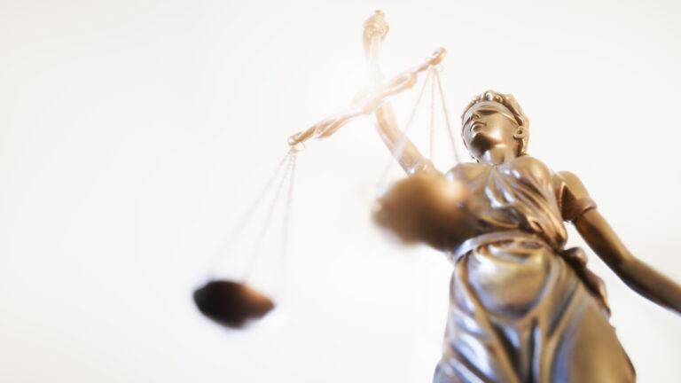 tietojen salaus petti oikeudenkäynnissä