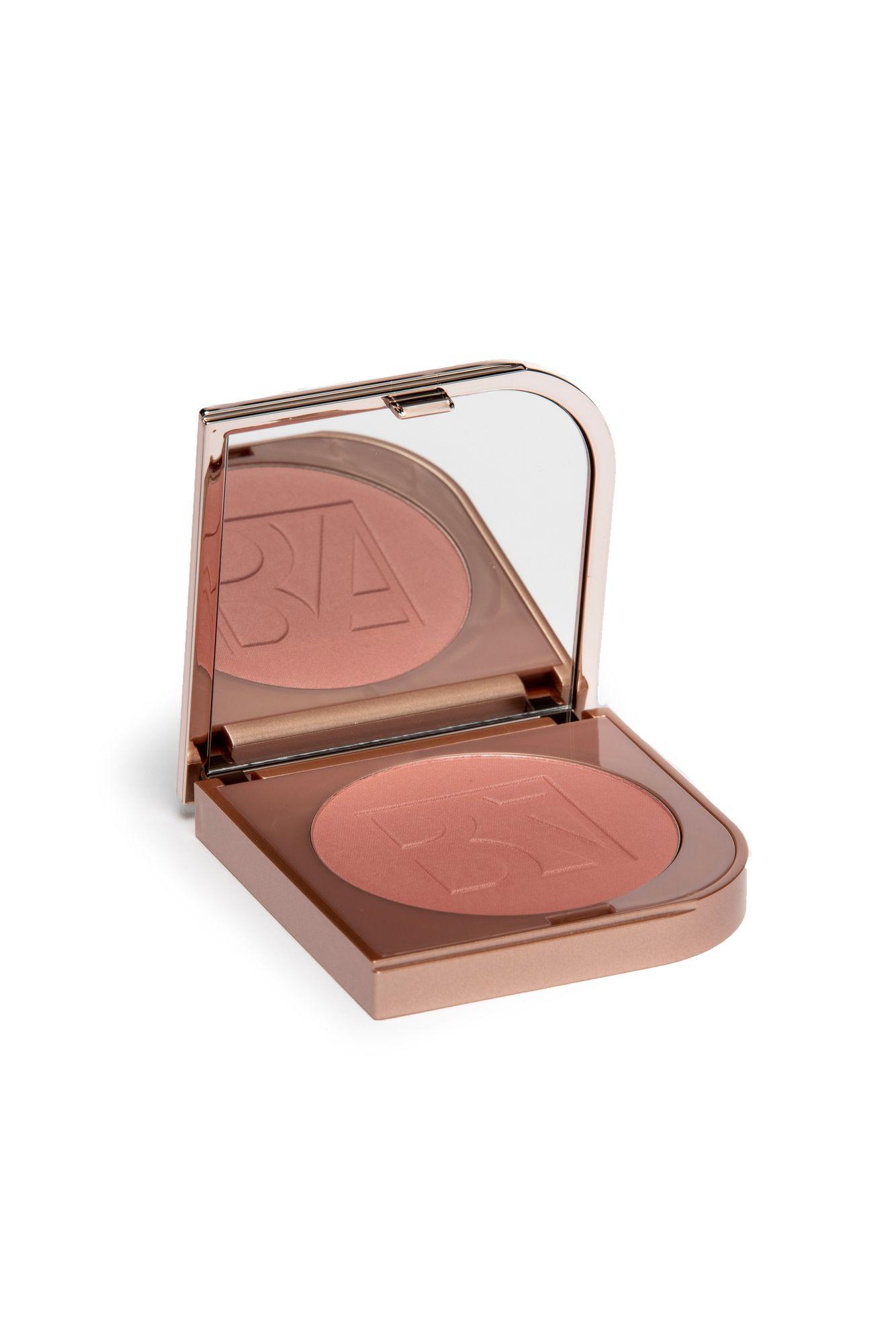 Pehmeää hehkua poskiin tuo BeautyAct by Kicksin Silky soft blush -puna. 17,90 €.