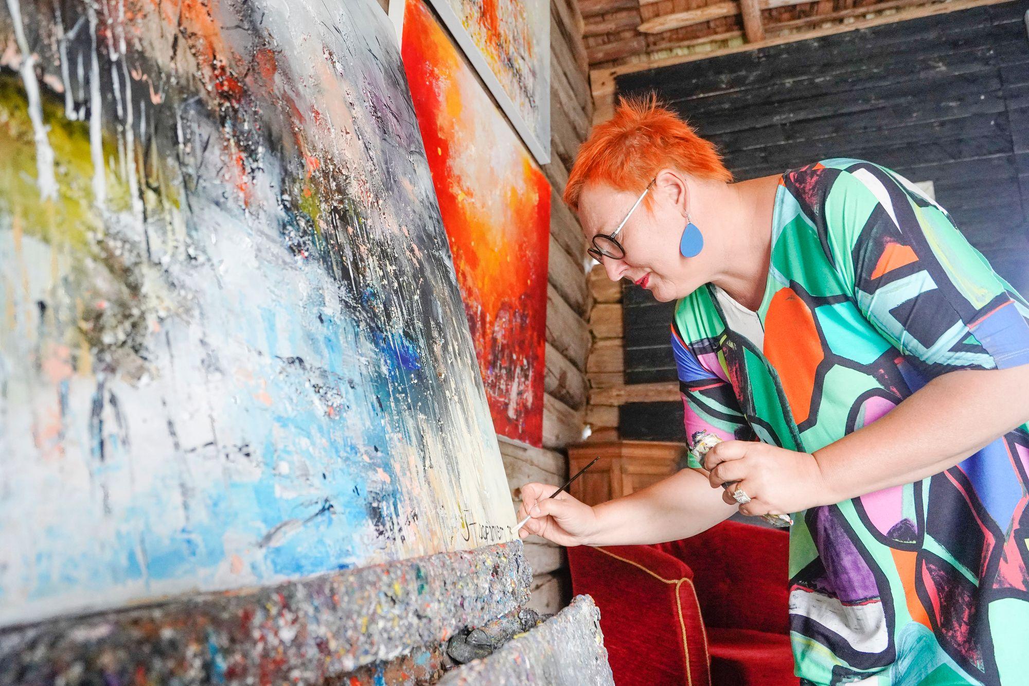 Sari Haapaniemi on tuottelias taiteilija