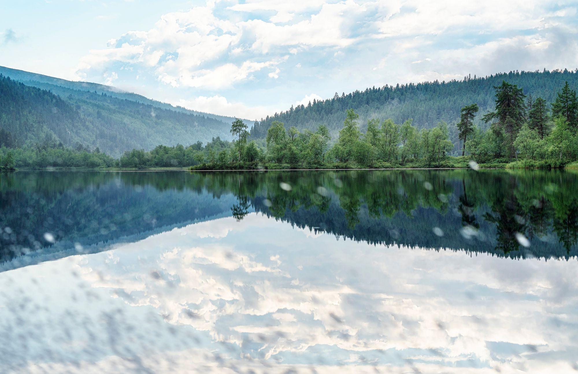 Noin 80 kilometriä pitkä Lemmenjoki virtaa tuntureiden keskellä. © Juha Kauppinen