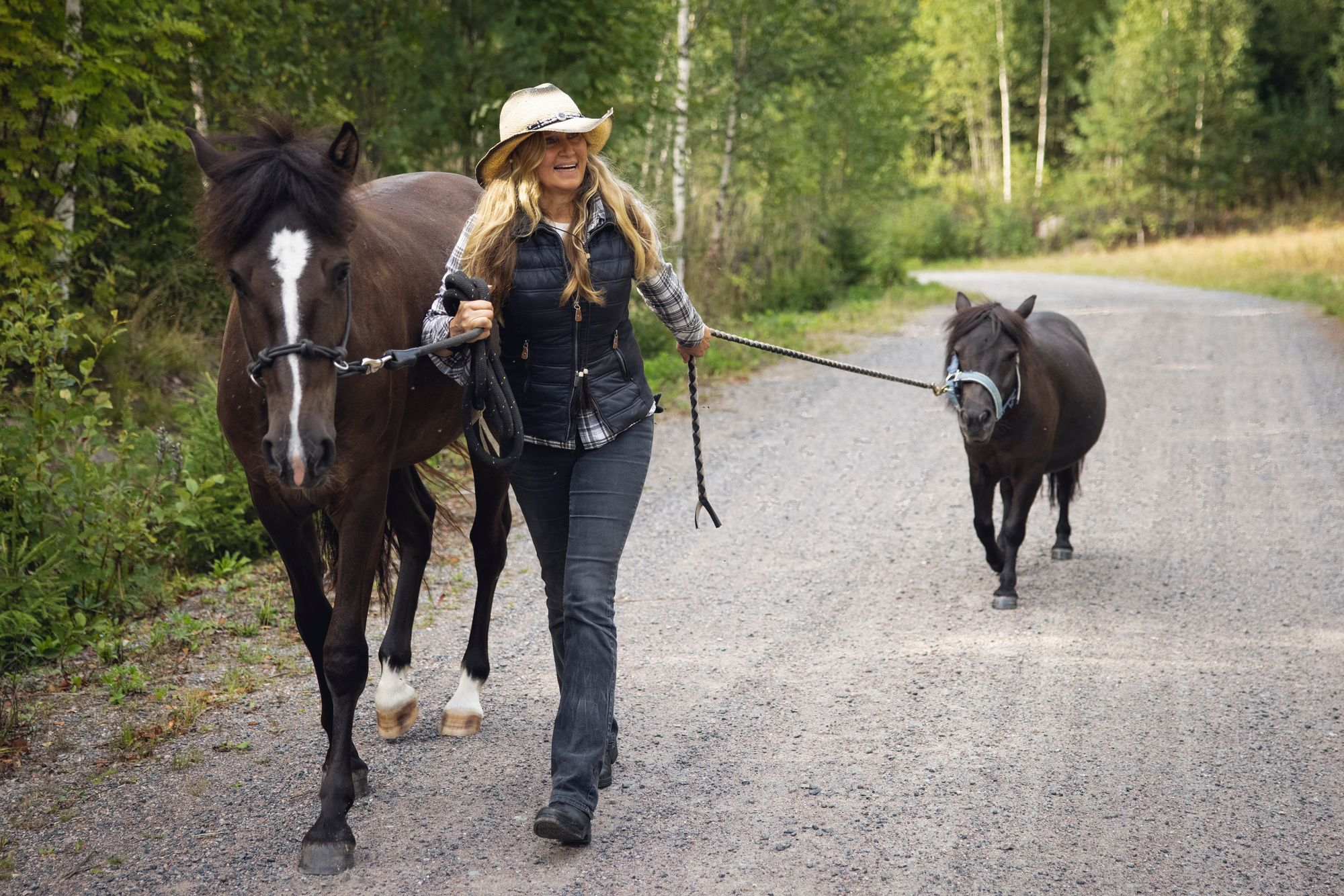 """""""Jokainen hevonen on ainutlaatuinen persoonansa eikä yksi voi korvata toista. Stellaakaan emme halua verrata vasta menettämäämme Kinuskiin"""", Jaana kertoo. © Vessi Hämäläinen"""