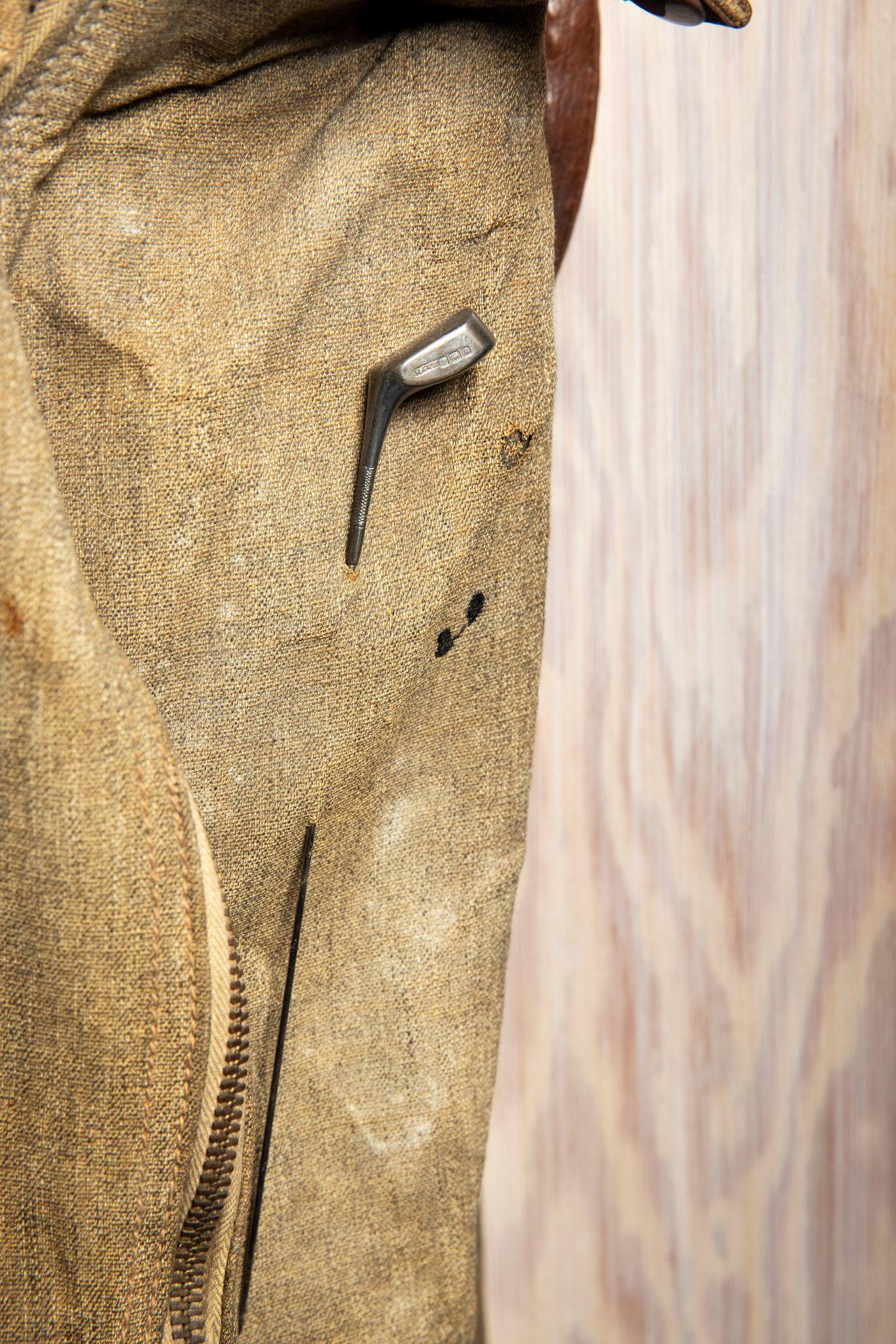 Mannerheimin bägin ulkopuolelta löytyy hauska yksityiskohta kuin rintaneula. © Tommi Tuomi
