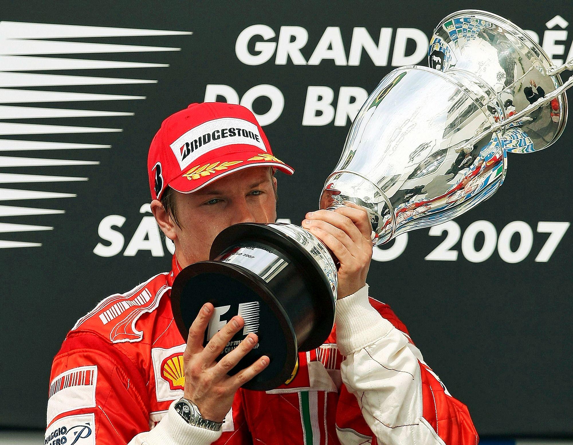 Syksyllä 2007 Räikkönen juhli maailmanmestaruutta Brasilian osakilpailun jälkeen. © AFP / Lehtikuva