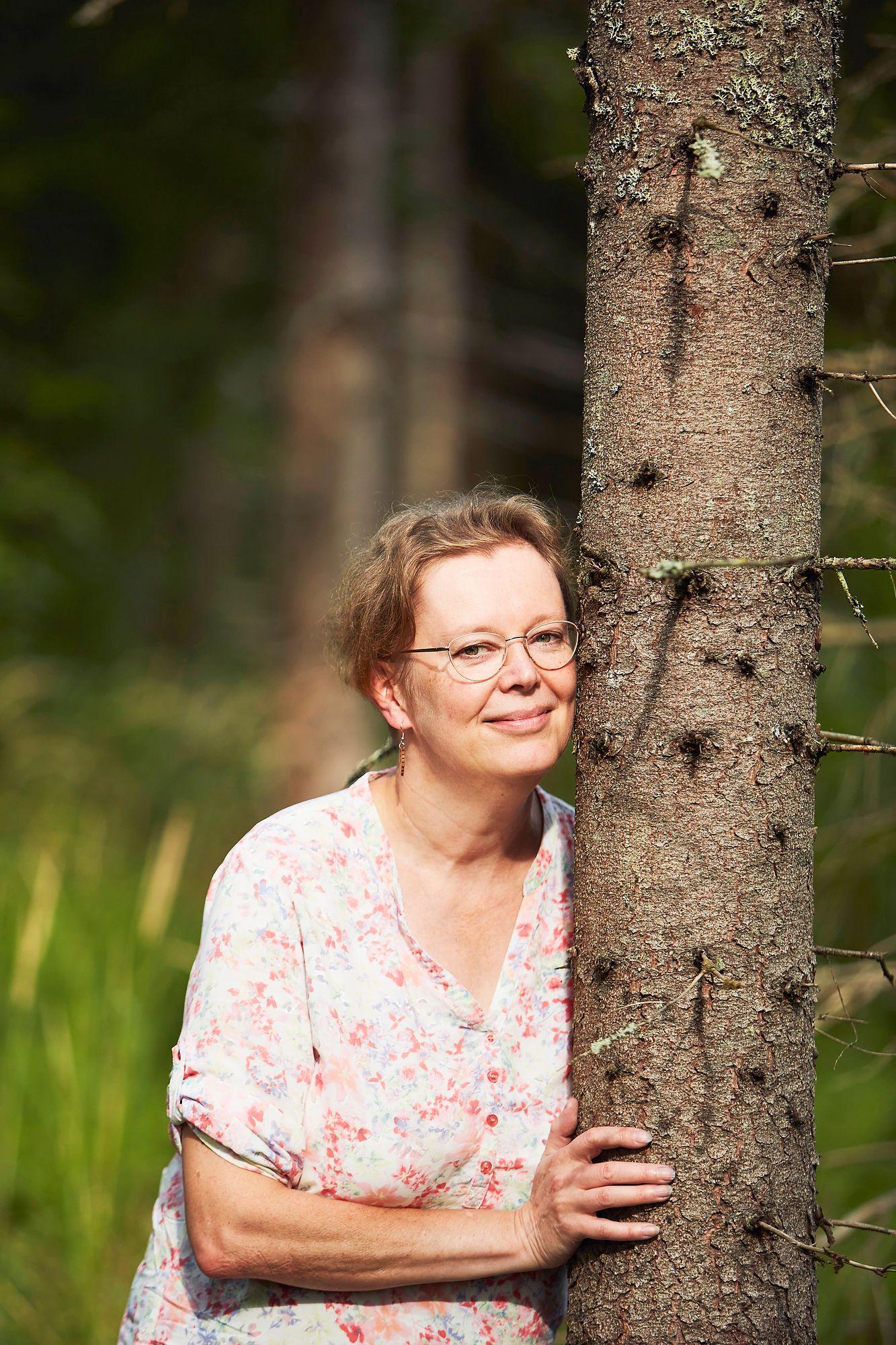 Outi Pettersson muistuttaa, että puut ovat tehokkaimpia hiilen sitojia. © Sara Pihlaja