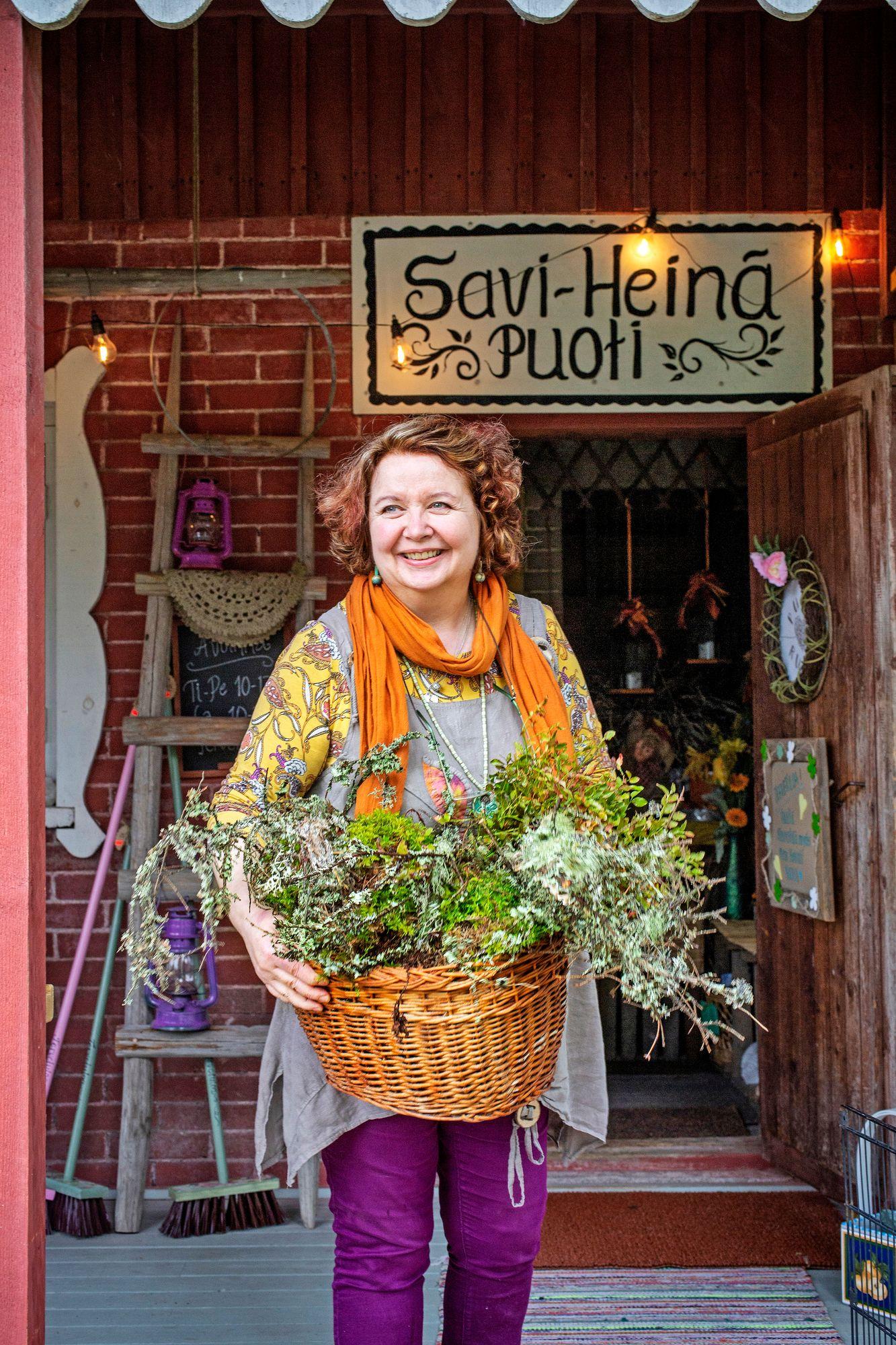 """Pinterest on luonnon lisäksi Susannan mielestä hyvä paikka selata ideoita. """"Lähden aina vuodenajasta ja luonnon väreistä miettimään, mitä olisi kiva tehdä."""" © Tiiu Kaitalo"""