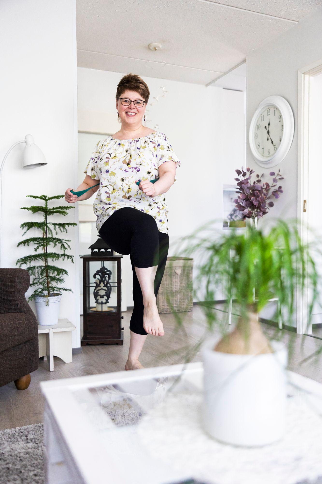 Polvikipu vei Anne Julkusen sairauslomalle vuodeksi ja viideksi kuukaudeksi. Apu löytyi fysioterapiasta. © Matias Honkamaa