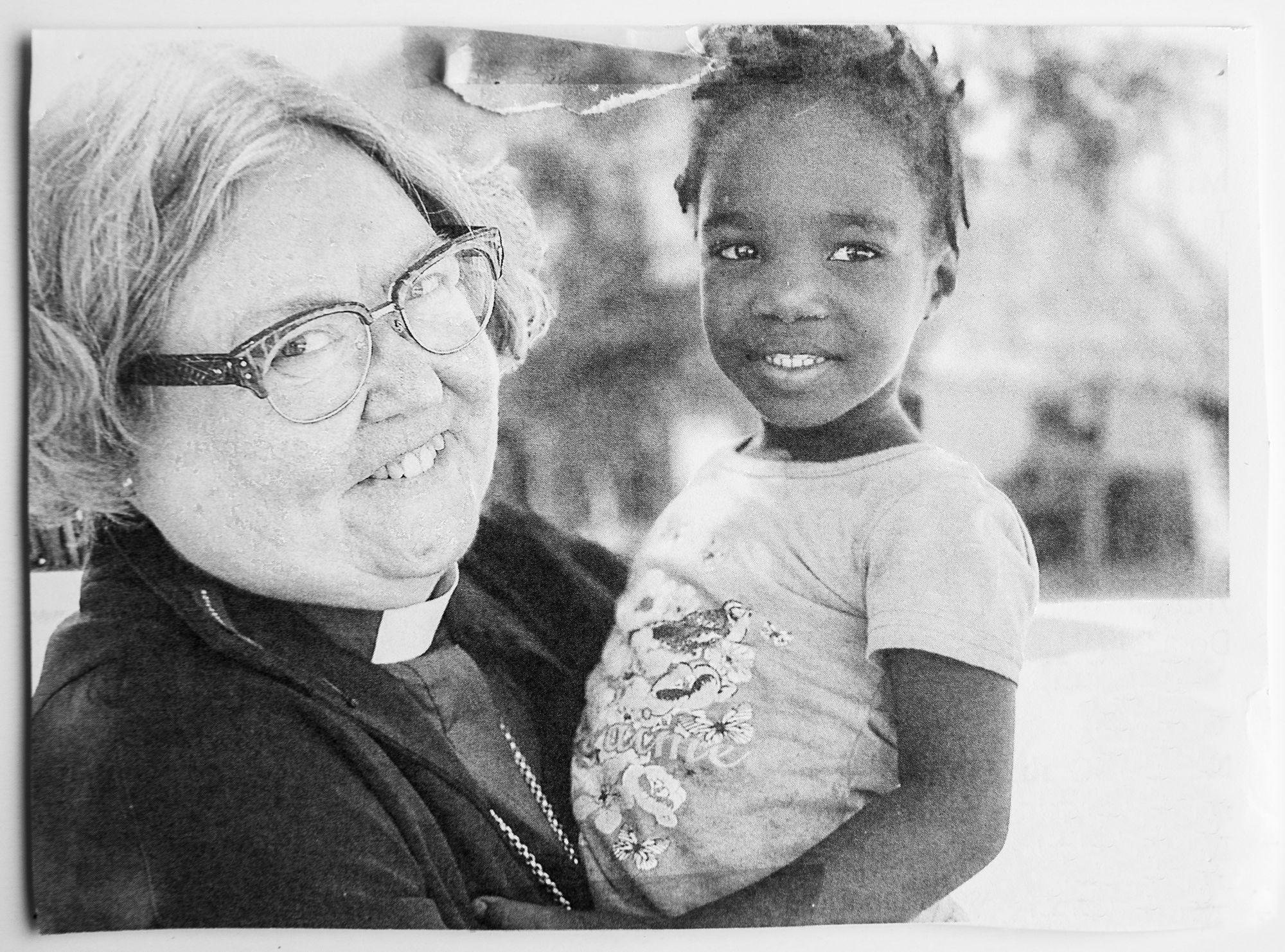 Eläkkeelle jäätyään Irja Askola matkusti Namibiaan. Kuva vuodelta 2019. © Irja Askolan kotialbumi