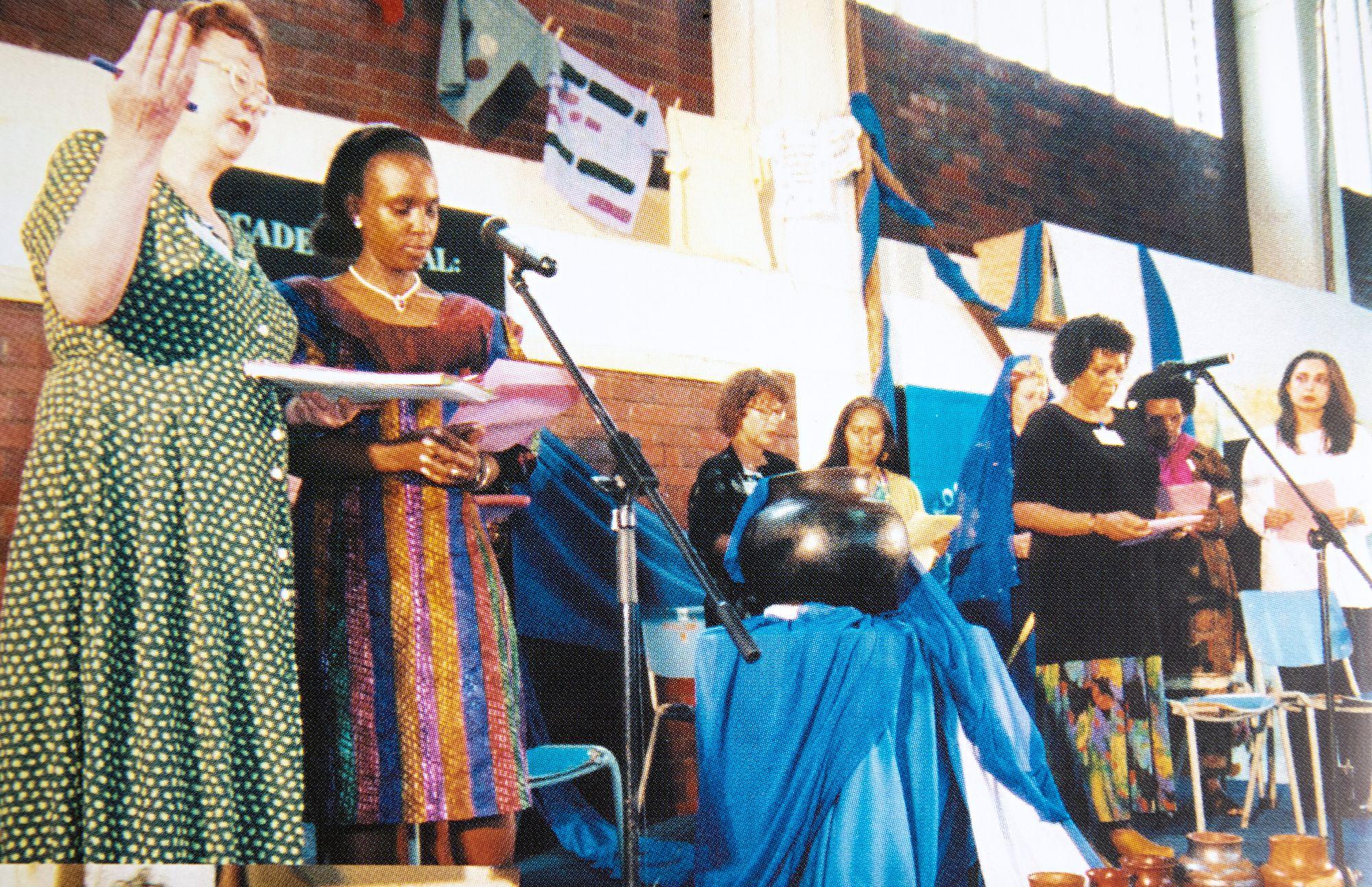 Zimbabwessa kansainvälisessä naisten konferenssissa vuonna 1998. © Irja Askolan korialbumi