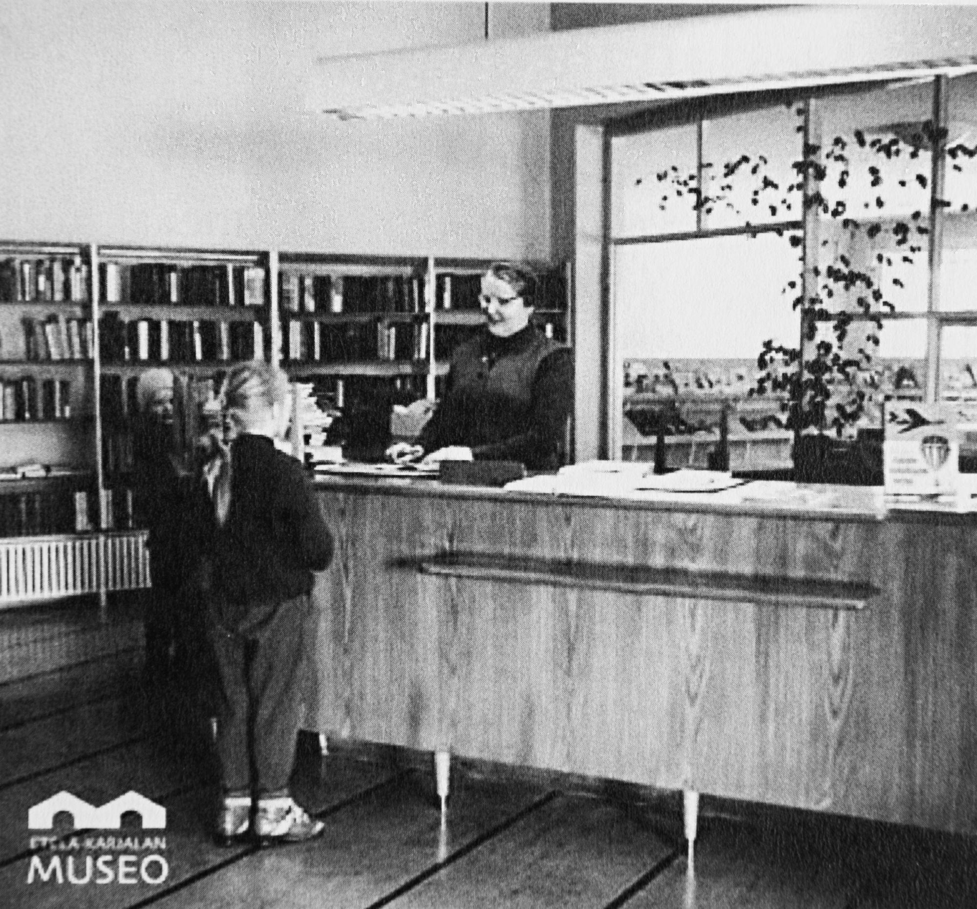 Lauritsalan kirjastosta tuli isän kuoleman jälkeen ala-asteikäisen Irja Askolan turvapaikka. © Etelä-Karjalan museo