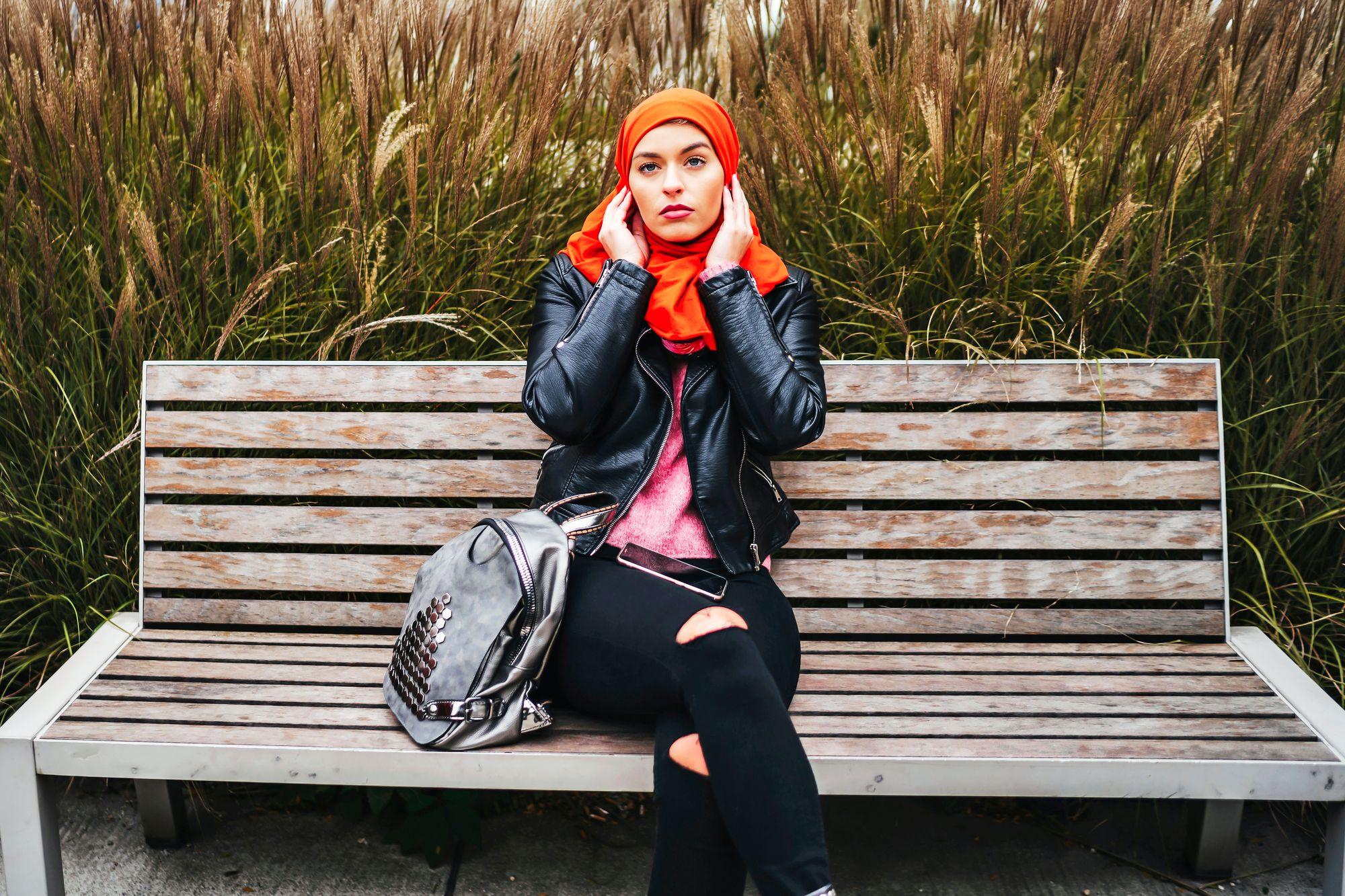 Muslimihuivin käyttäminen koetaan monissa maissa provosoivaksi – niinpä muotiteollisuuskin on ottanut sen valikoimiinsa, ärsytysarvon vuoksi. © istock