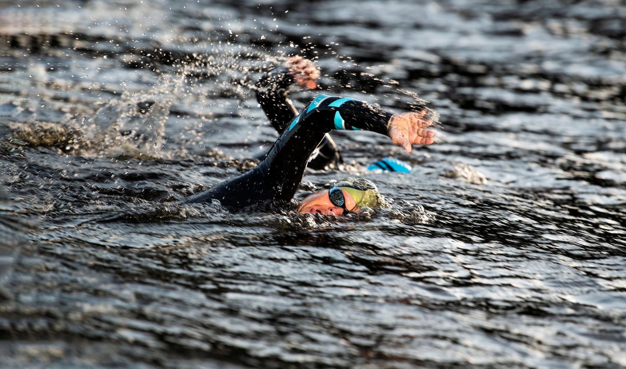 Olympialaisten triathlonissa uidaan 1,5 ja Ironman-kisassa 3,8 kilometriä. Sen jälkeen on pyöräily- ja lopuksi juoksuosuus. © Vesa Koivunen