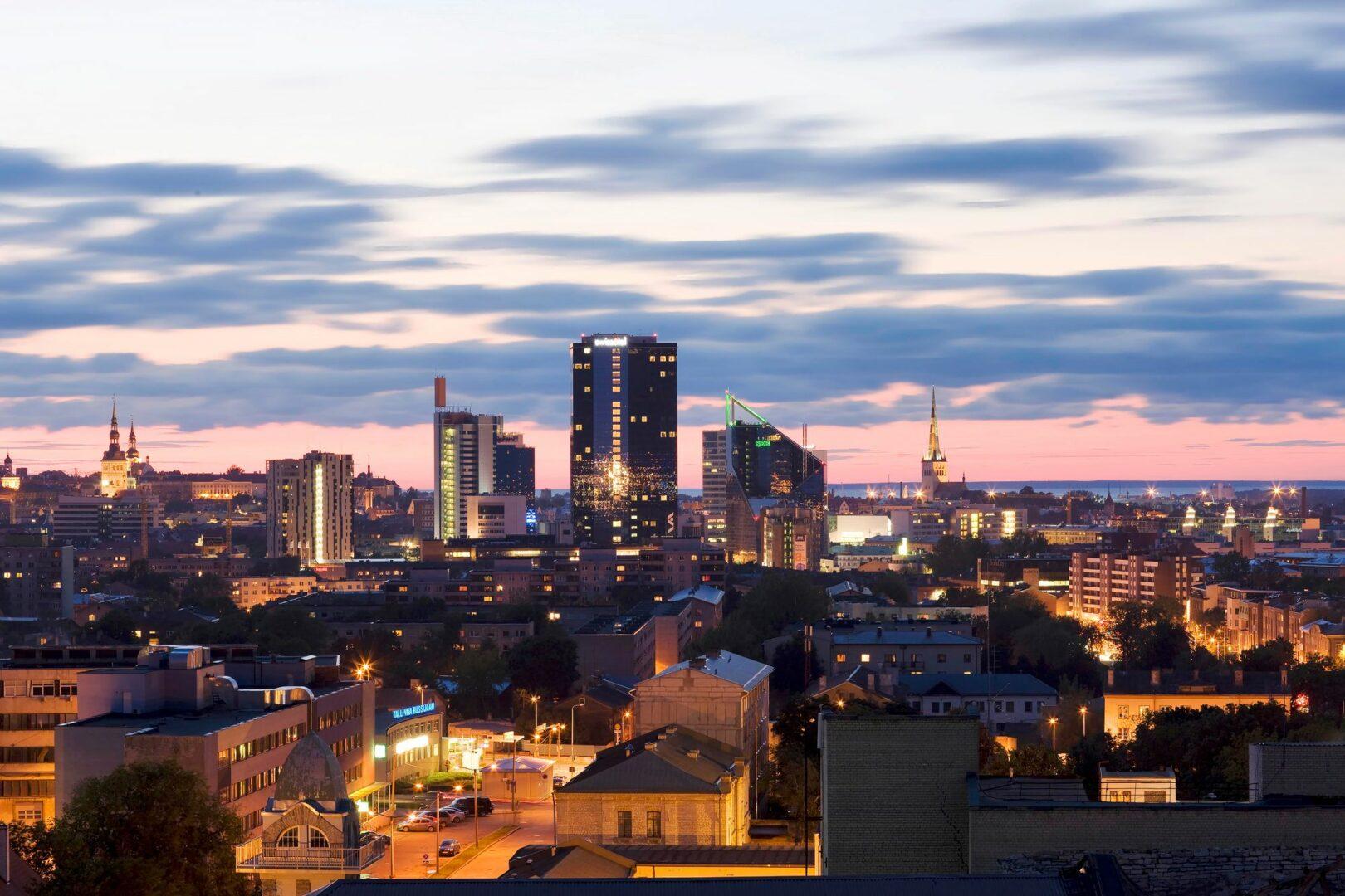 Tallinnan kaupunkikuva muuttuu jatkuvasti, mutta ei niin hurjaan tahtiin kuin uuden itsenäisyyden alkuvuosina 1990-luvulla. Nyt ymmärretään paremmin myös entisöinnin ja restauroinnin arvo. © Visit Estonia