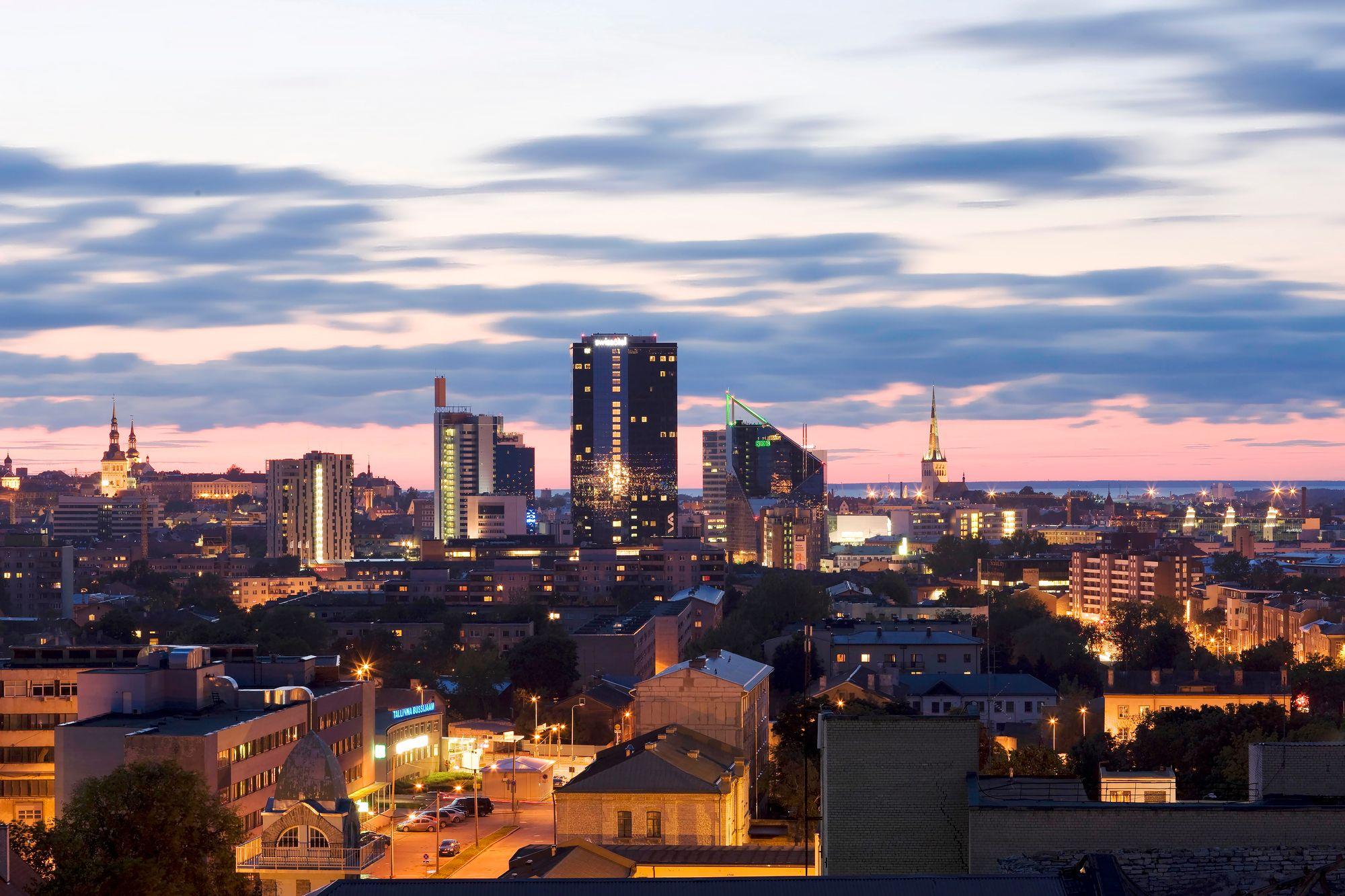 """Tallinnan kaupunkikuva muuttuu jatkuvasti, mutta ei niin hurjaan tahtiin kuin uuden itsenäisyyden alkuvuosina 1990-luvulla. Nyt ymmärretään paremmin myös entisöinnin ja restauroinnin arvo. <span class=""""typography__copyright"""">© Visit Estonia</span>"""
