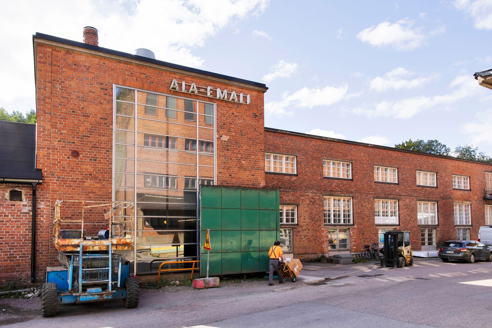 Rakennuksen katolle on tulossa iso Kino Laika -kyltti. Se puuttui vielä syyskuun alussa. © Tommi Tuomi