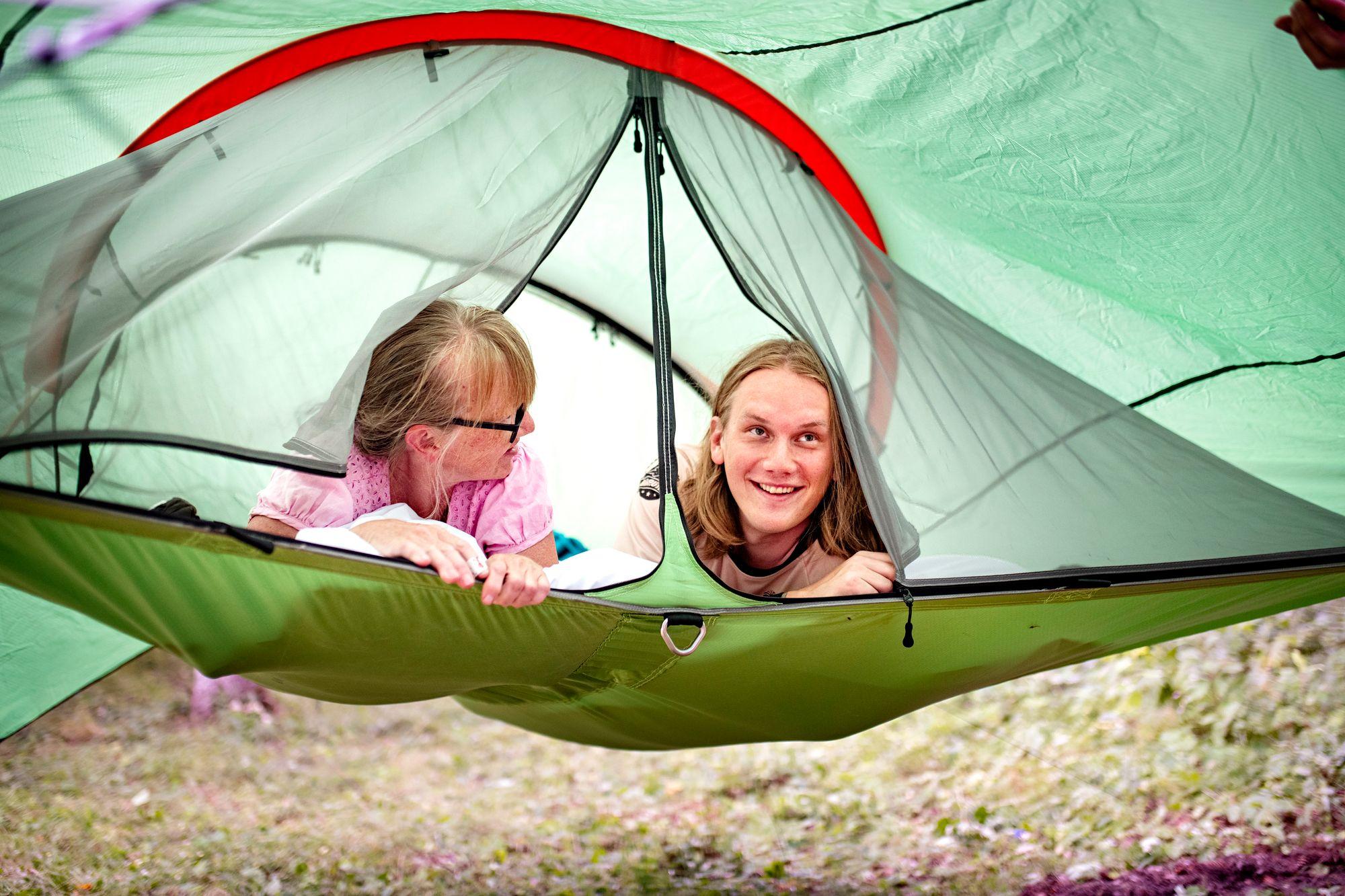 Yö puiden väliin ripustettavassa teltassa oli uusi kokemus. © Päivi Karjalainen