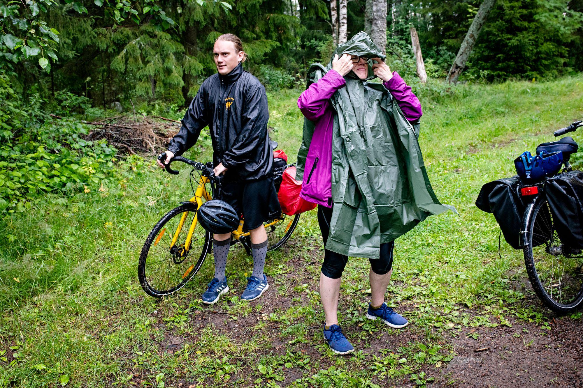 Kannuksessa pyöräillessä iski valtava rankkasade. © Päivi Karjalainen