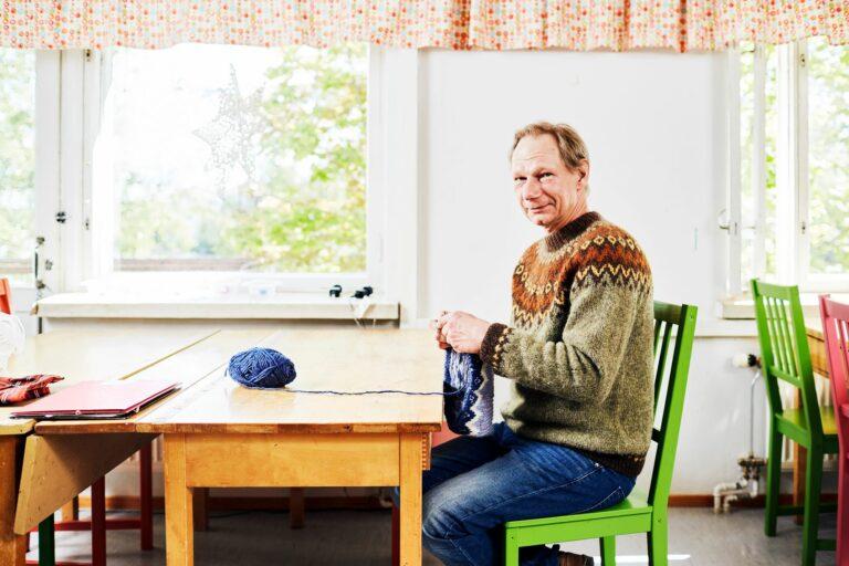 Jarkko Mäkipäällä on työn alla kahdeksas islantilaisneule.