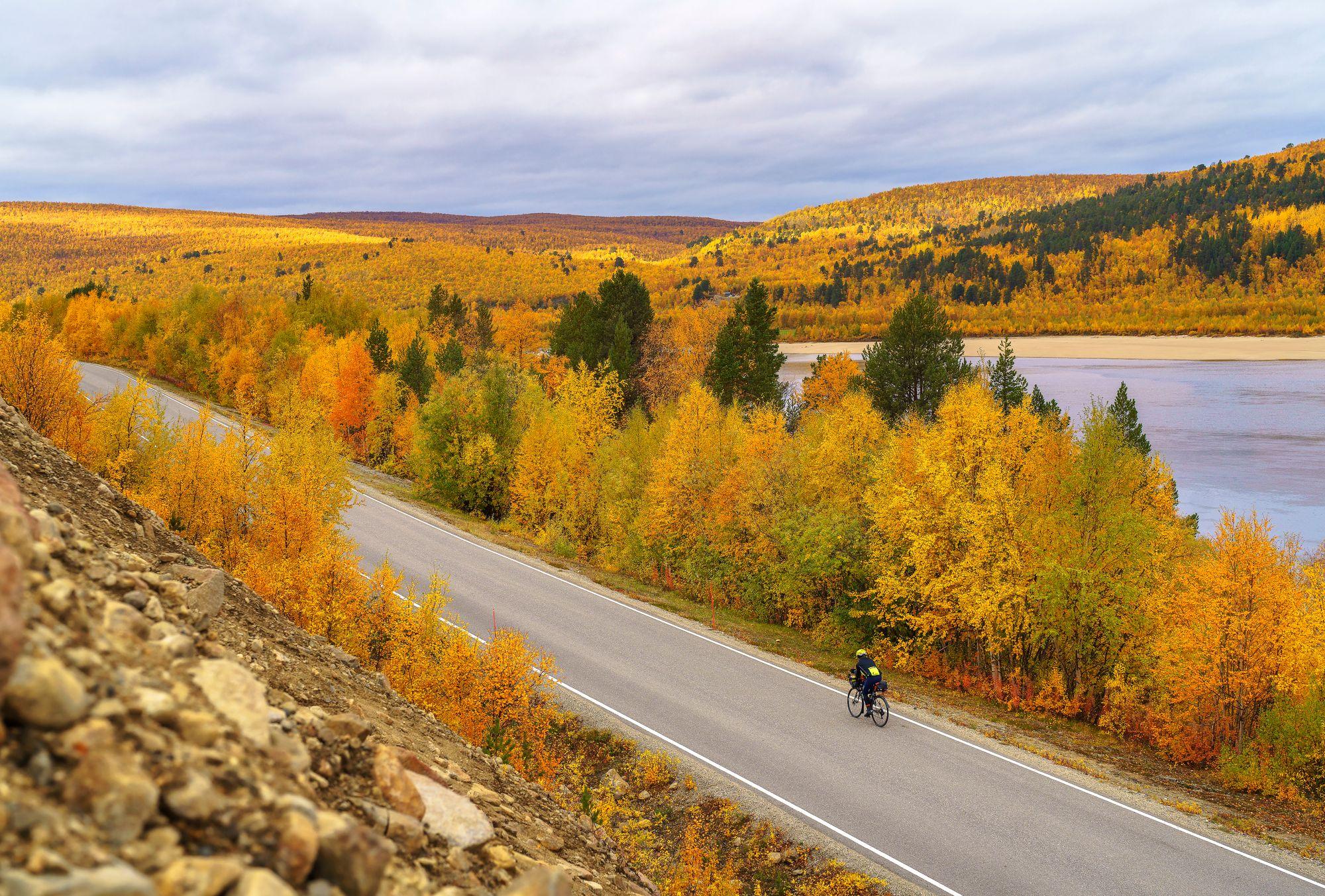Tiellä ei ruuhkista ole pelkoa. Matkalla kohtasimme vain yhden pyöräilijän. © Juha Kauppinen