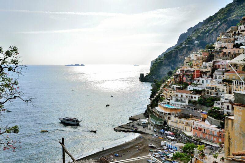 Positanon hotellit ovat usein kalliita. Majapaikaksi kannattaa valita vähemmän kuuluisa kaupunki.  © Pekka Numminen
