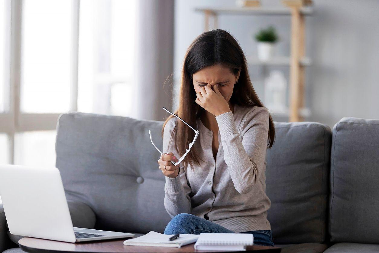 Tietokonetyössä silmät kuivuvat helposti. © iStock