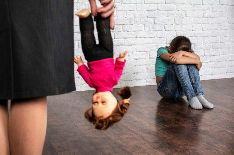 tytär ja väkivaltainen äiti