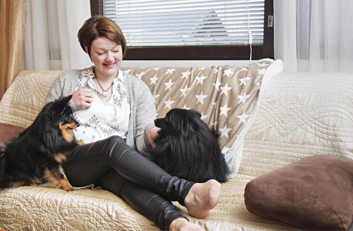 Johanna Junttilan sairasloma on kestänyt jo neljä vuotta. Hän työskentelee myyjänä marketissa. Sairasloman aikana hänen jalkateränsä on amputoitu.