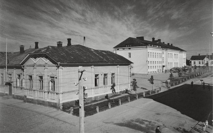 Päämajana jatkosodan vuosina palveli kivinen koulurakennus Mikkelissä.