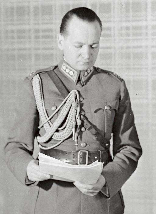 Eversti Aladár Paasonen oli päämajan tiedustelupäällikkö.