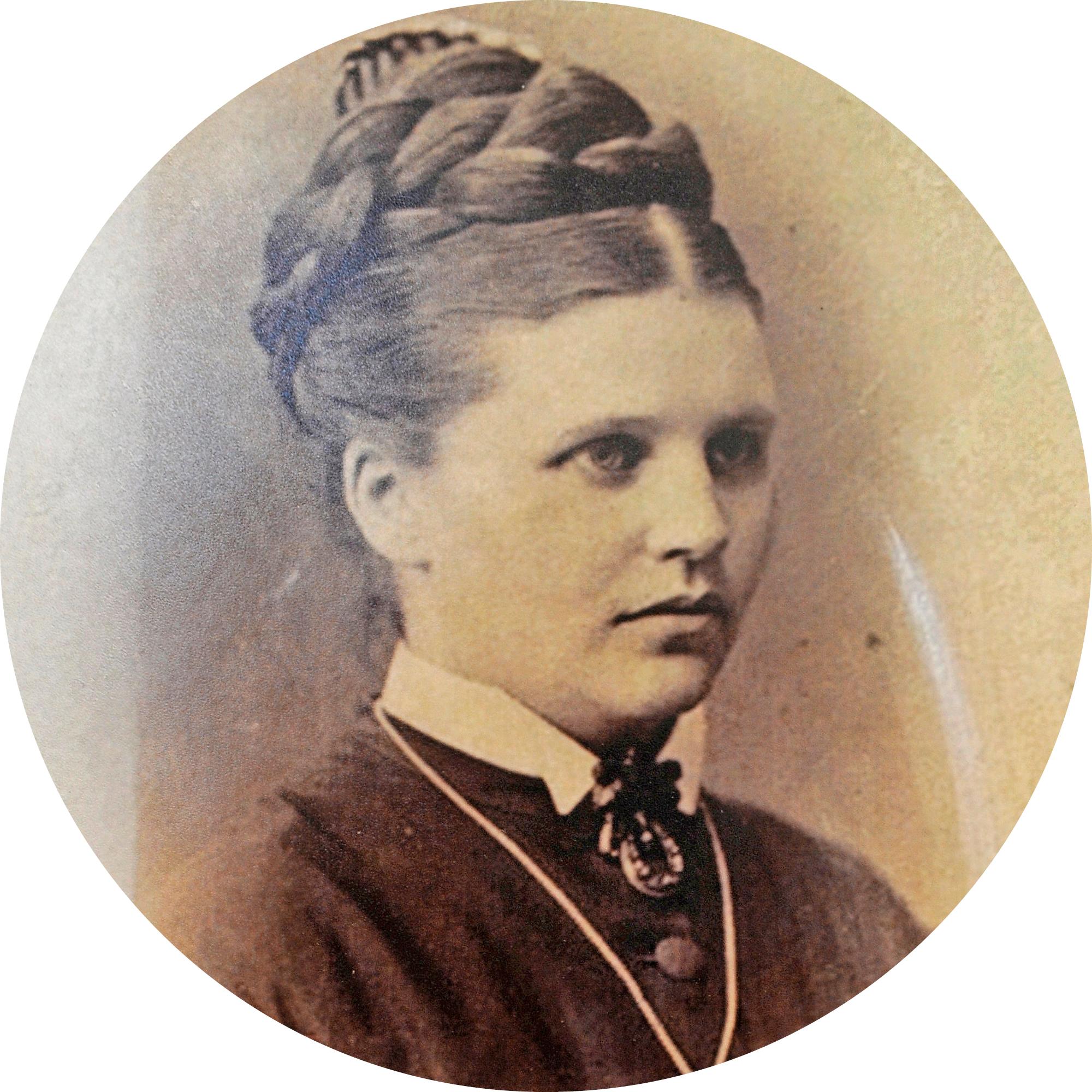 Augusta Johanna von Kothen kummittelee Kellokosken ruukissa.